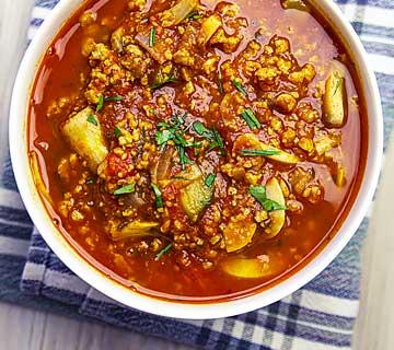 Sauce bolognaise vegan aux champignons et protéines de soja texturées.