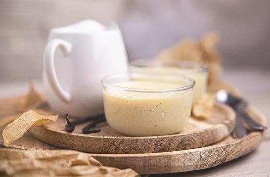 Creme dessert vanille irrésistible et régressive, à déguster en petits pots ou dans les pâtisseries !